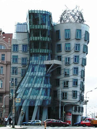 Танцующее здание